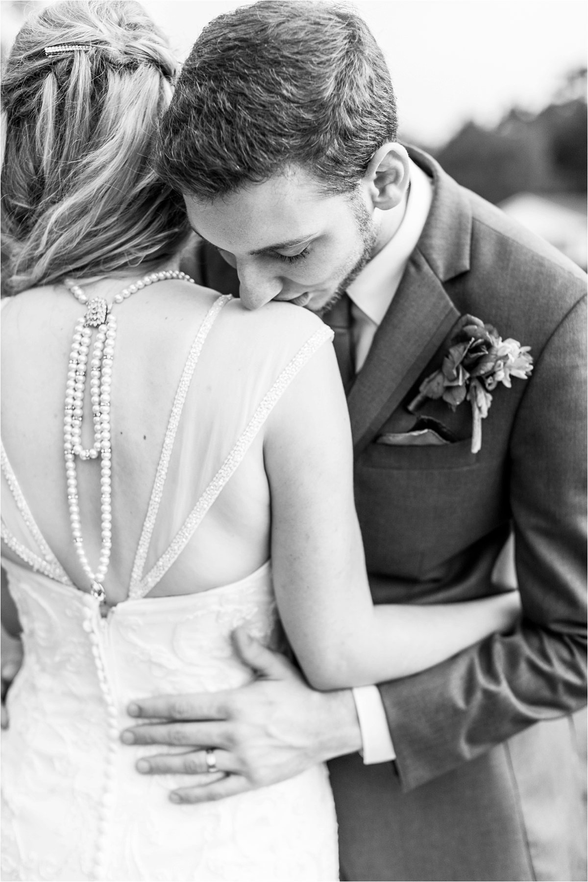bride-groom-portraits-photos-chunky-jewelry-large-bridal-statement-pearls
