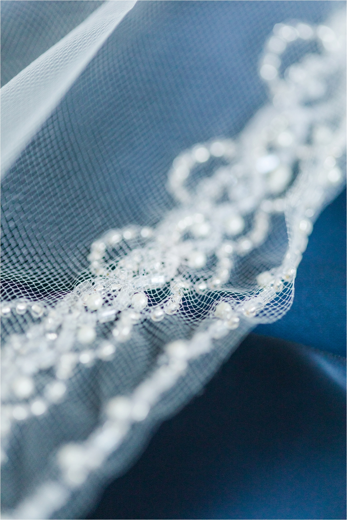 veil-wedding-lace-pearls-details-navy-wedding