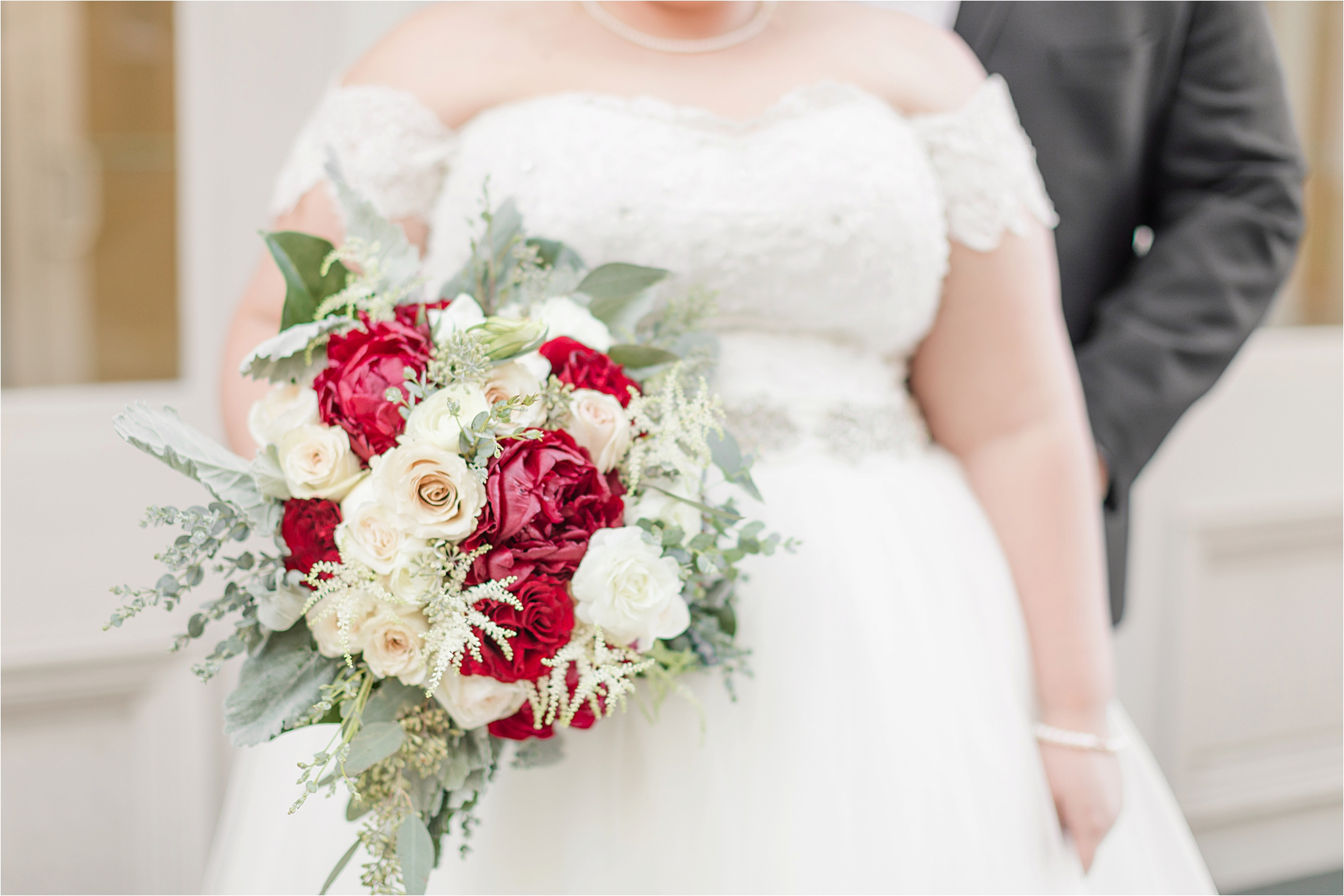 christmas-wedding-bouquet-red-roses-white
