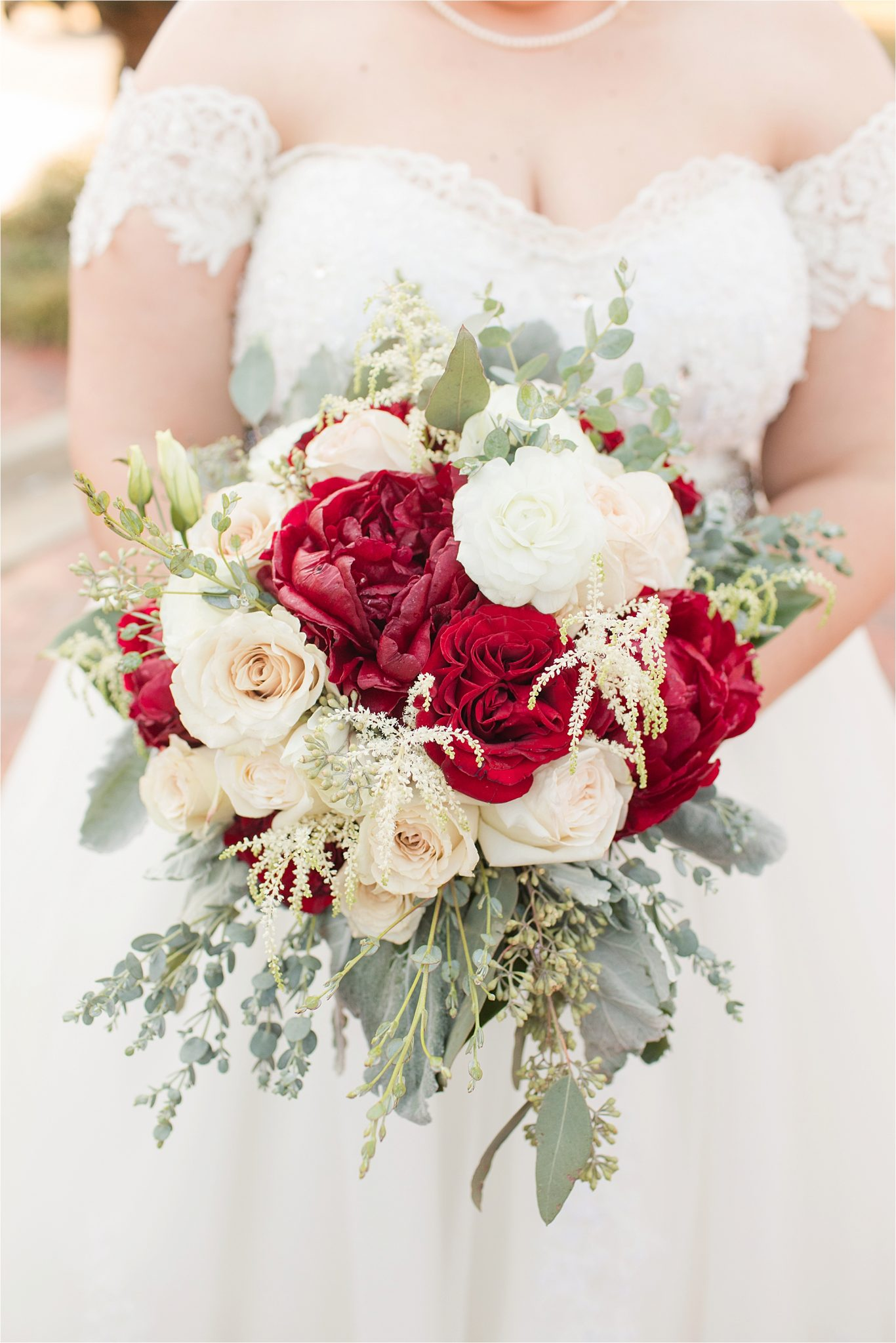 christmas-wedding-bouquet-red-roses-white-alabama-photographer