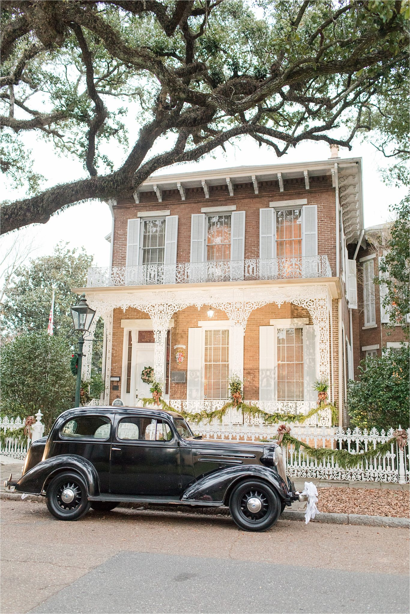 Richards DAR house-downtown-mobile-antique-vintage-car-wedding-reception-venue-alabama-mobile-wedding-photographer