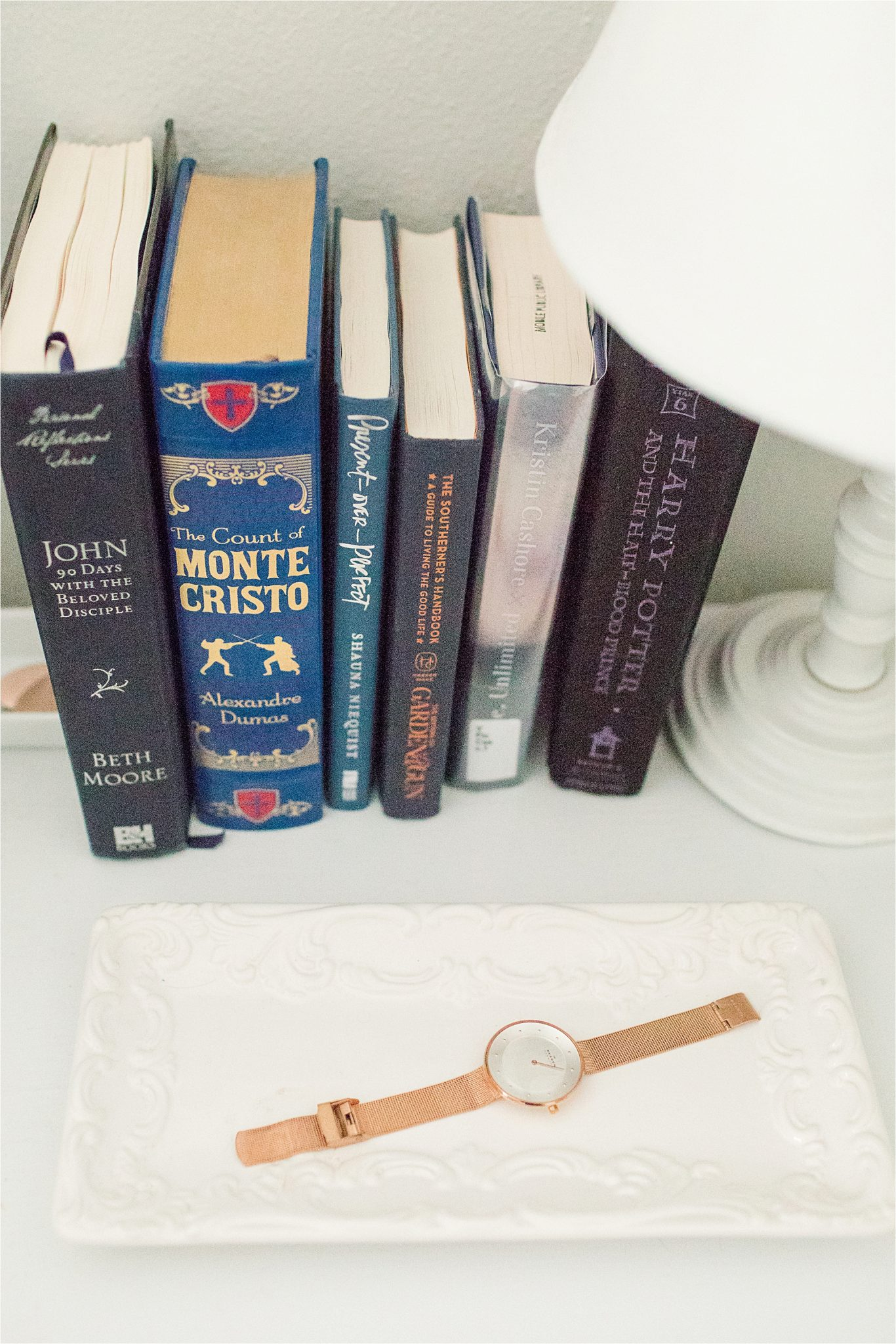 bedside-table-decorating-ideas-books-classics-jewelry-tray-white-porcelain