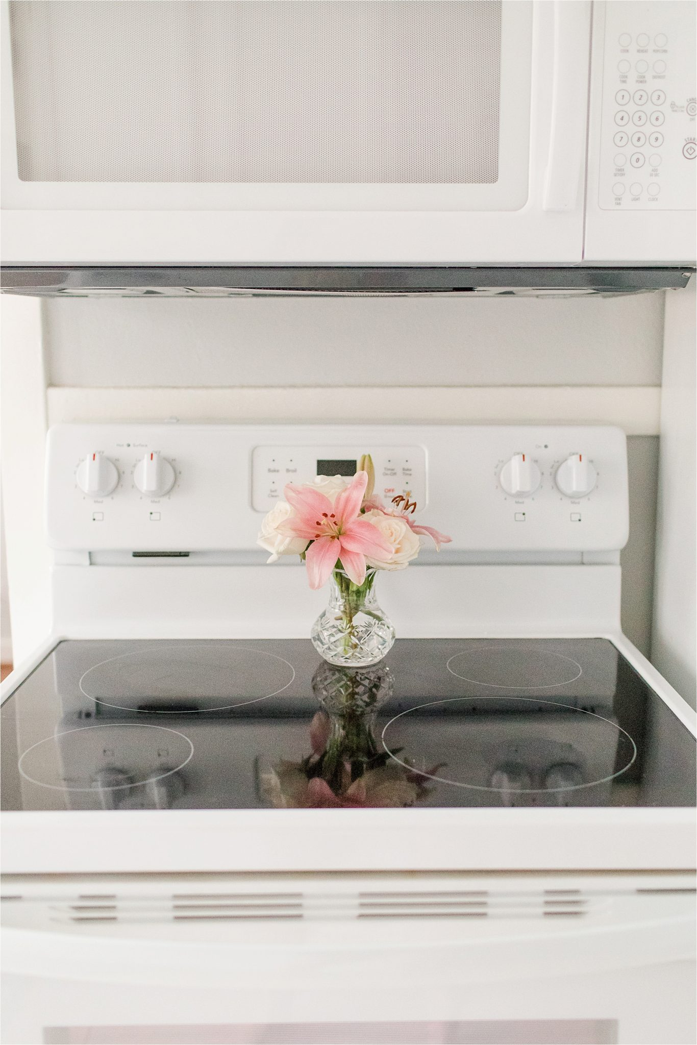 kitchen-decorating-decor-white-fresh-flowers-oven-microwave