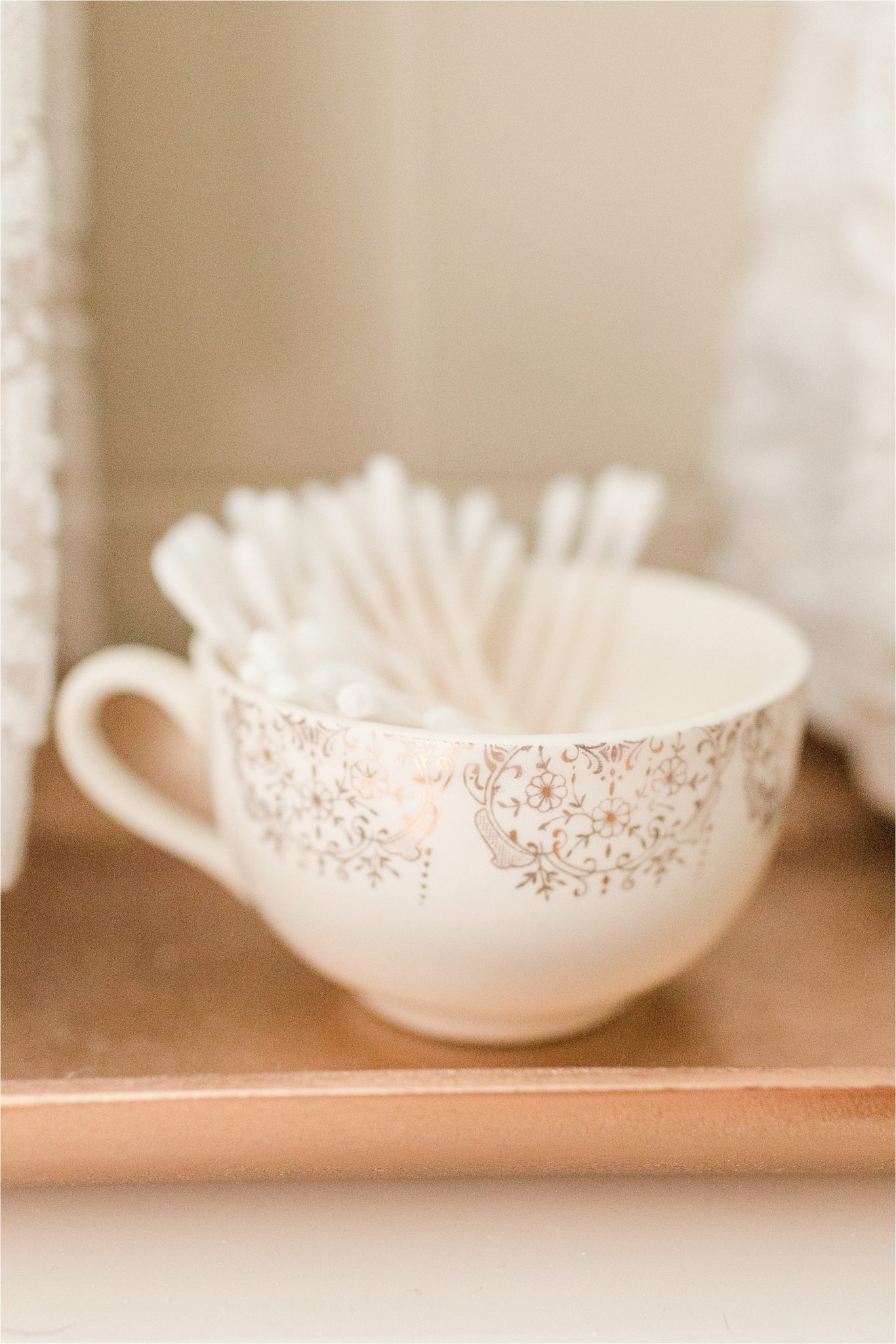 beautiful-bathroom-ideas-cotton-swab-details-tea-cup-vintage-house-decor-on a budget