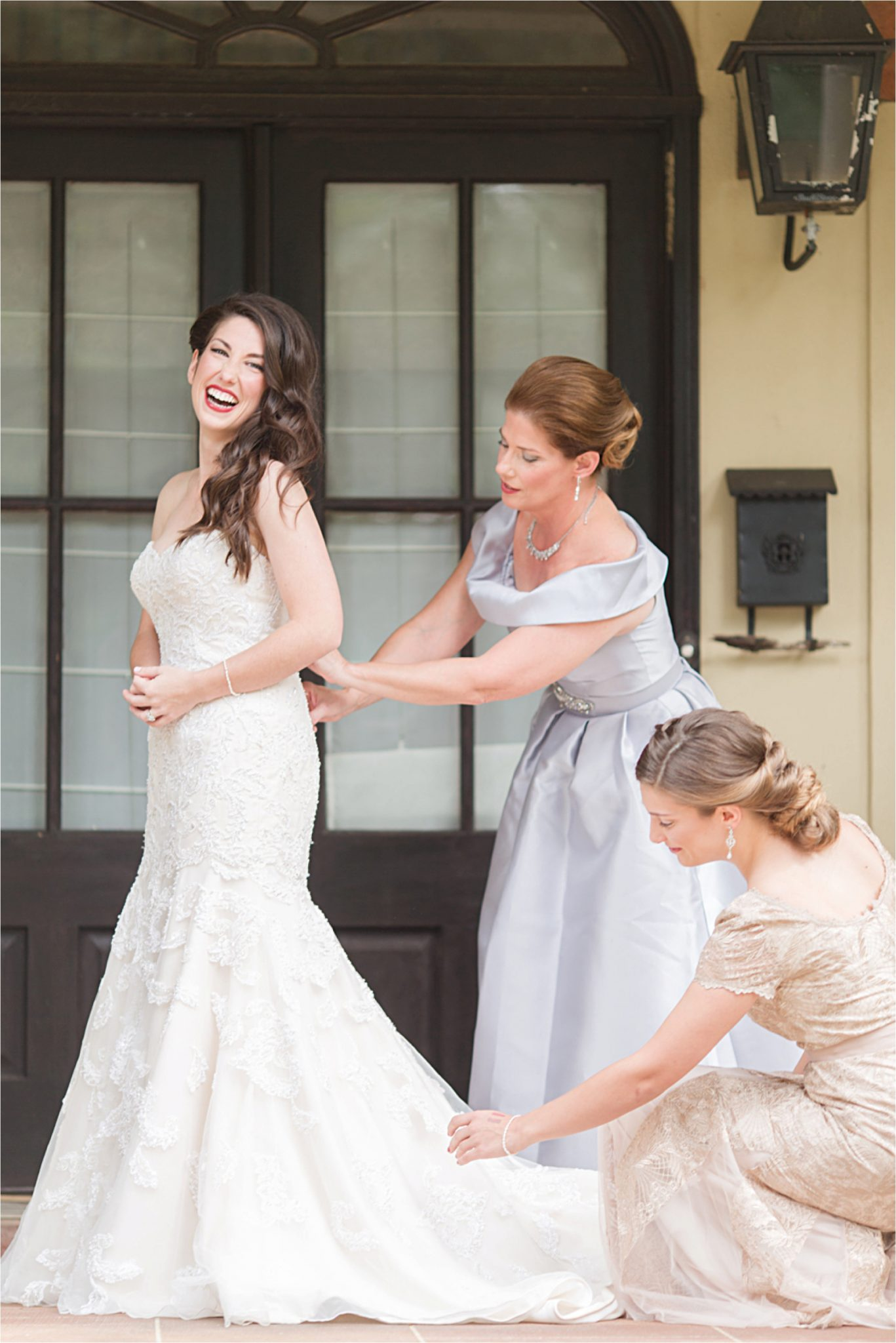 wedding day-wedding photographer-mother-daughter-sister-maid of honor-bride-mother of the bride