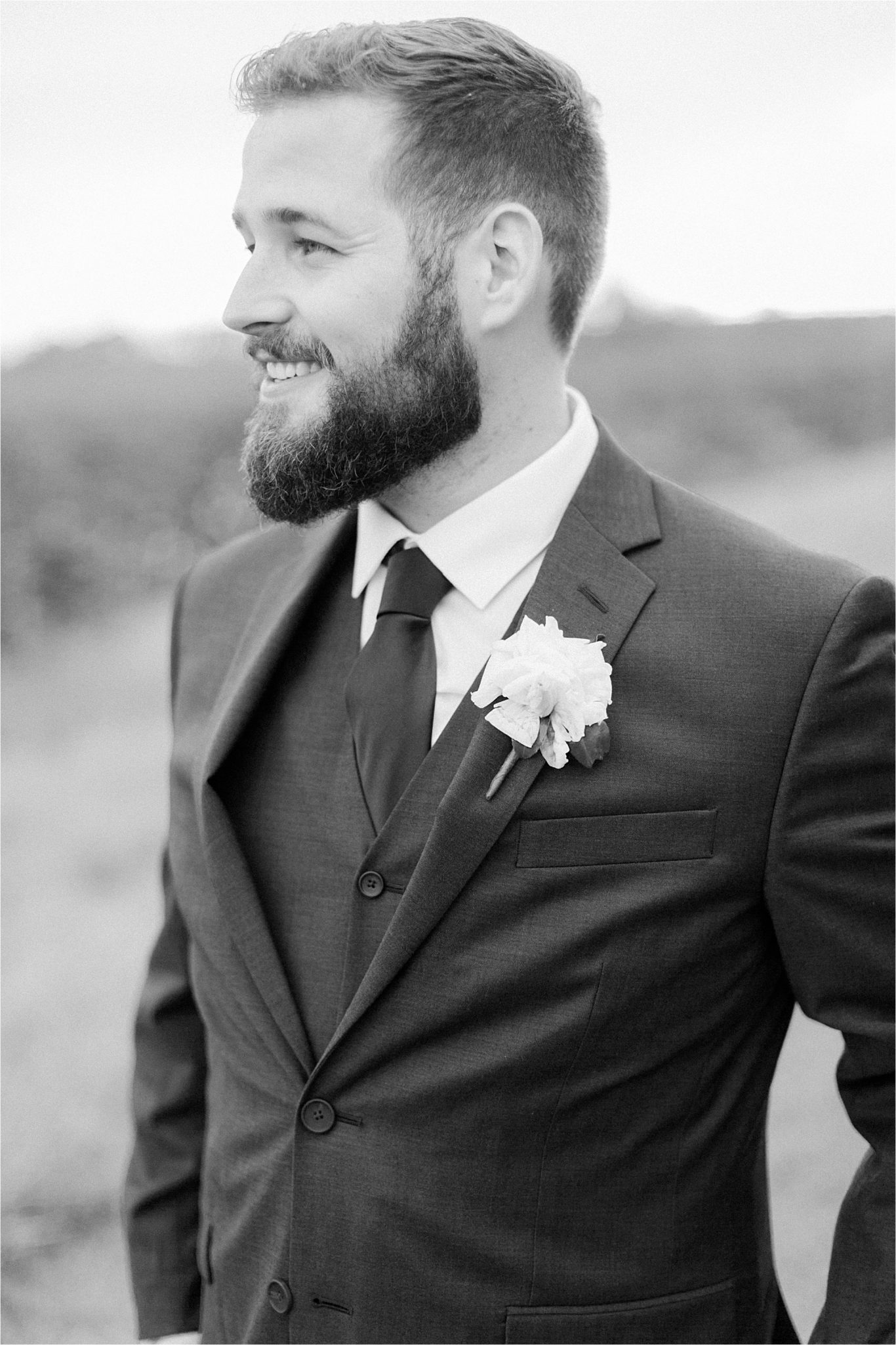 wedding day-groom-long beard-strong beard-groomed beard
