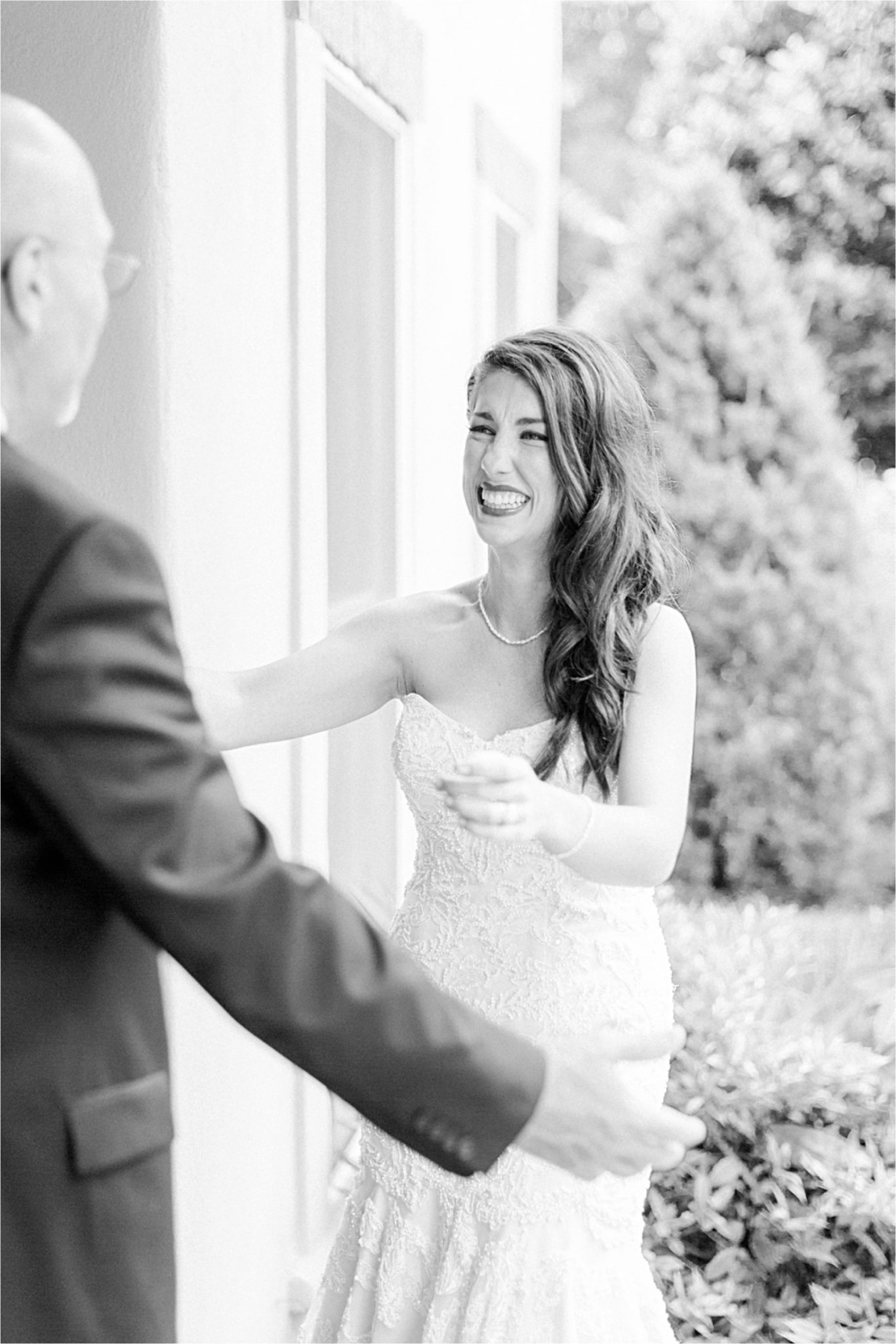 Daddy-daughter-first-look-bride to be-wedding day-precious moments