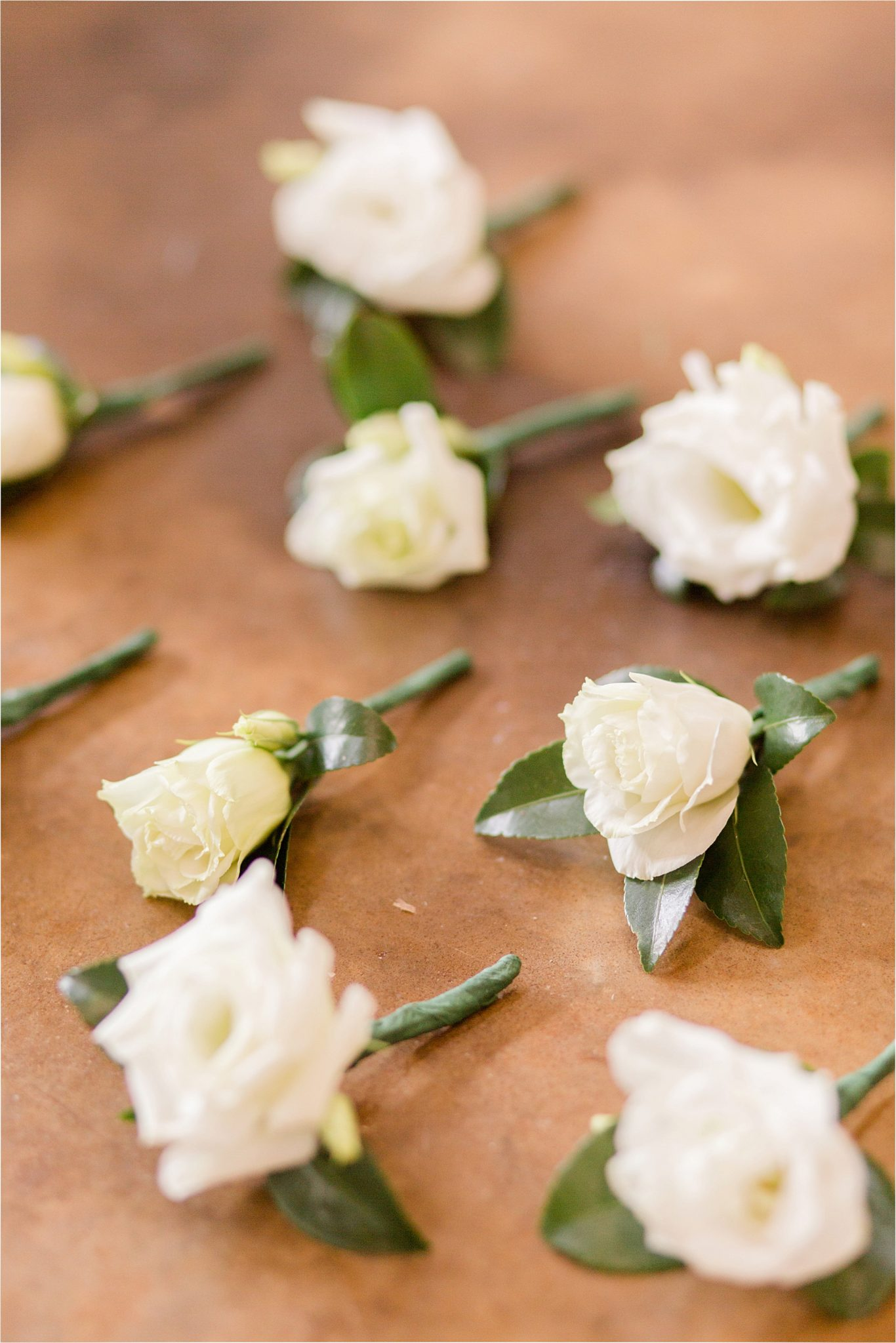wedding details-corsage-white rose-simple-classic