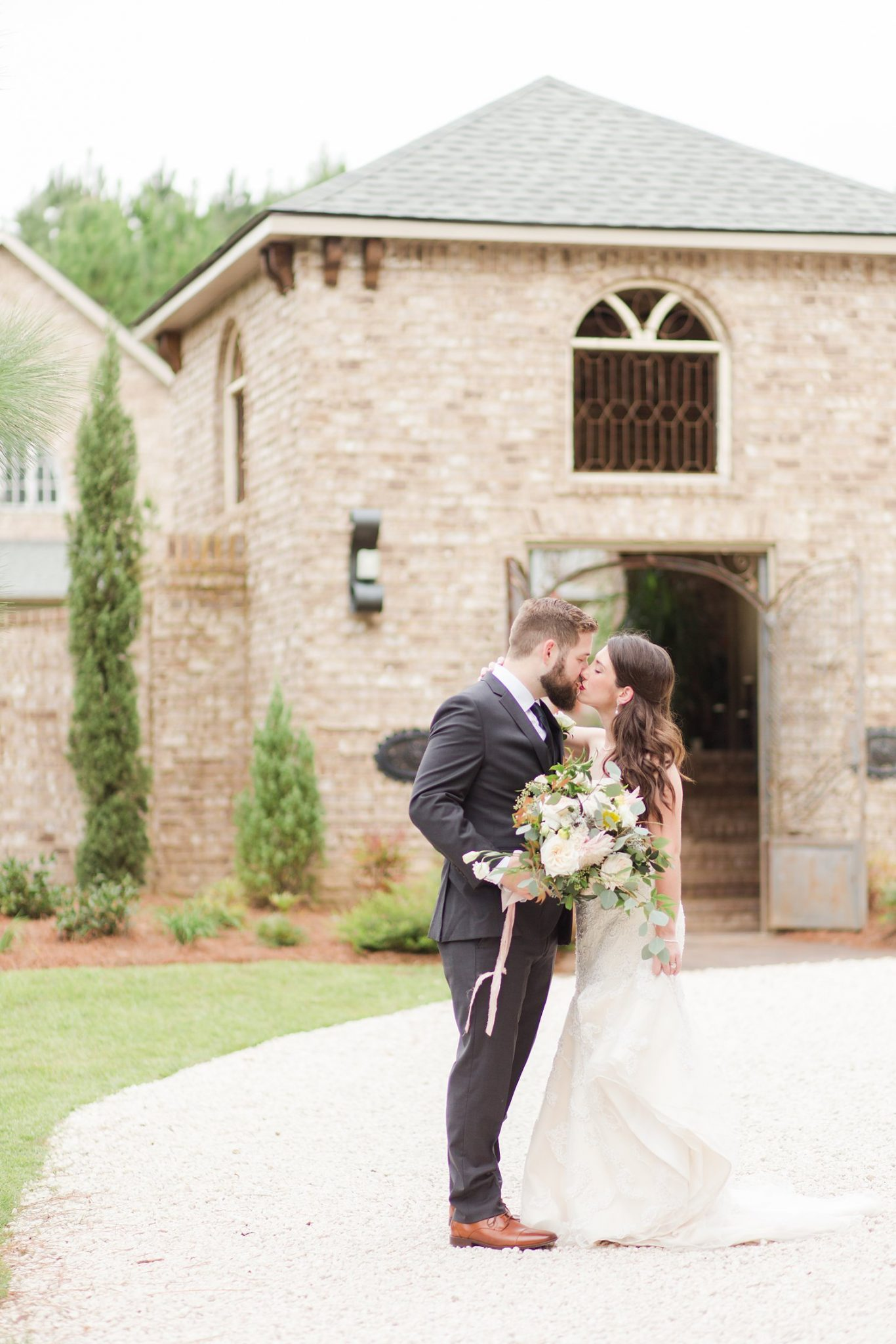 wedding day-bride and groom-portraits-photos-kissing