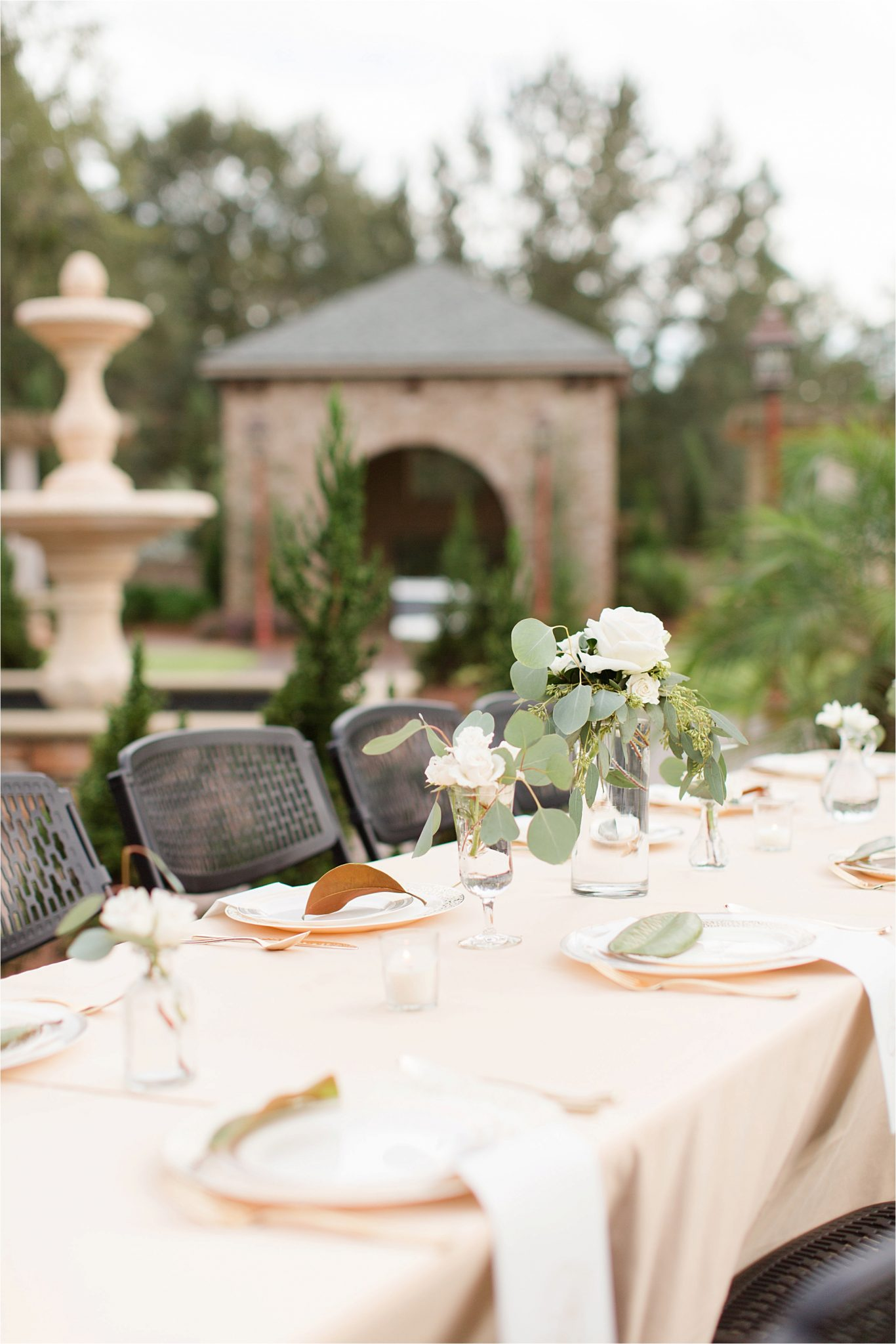 wedding-reception-table-settings-centerpieces-champagnes-neutrals