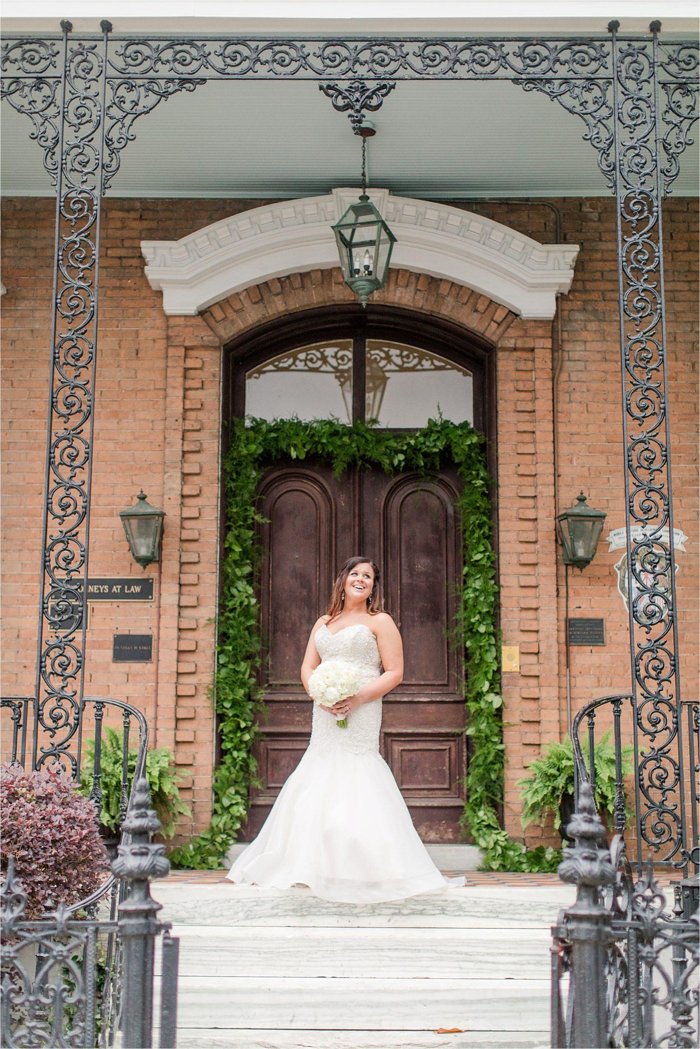 mermaid cut dress-white roses-wedding day photos-bridal photos