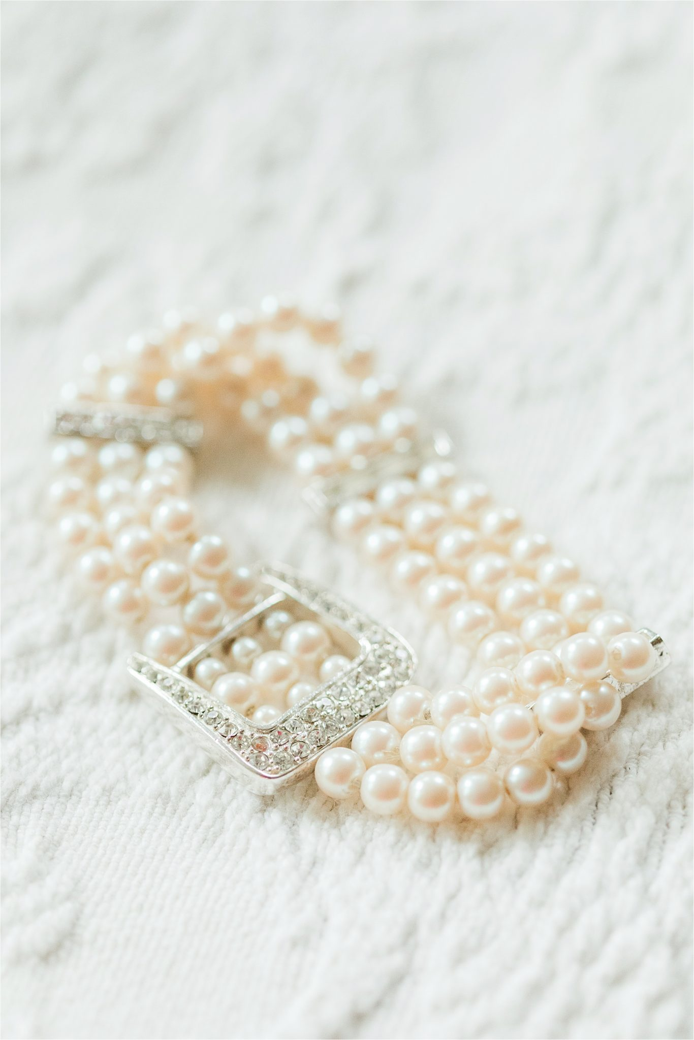 Pearl bridal jewelry-pearls and diamonds-bracelet-wedding jewelry-bridal details