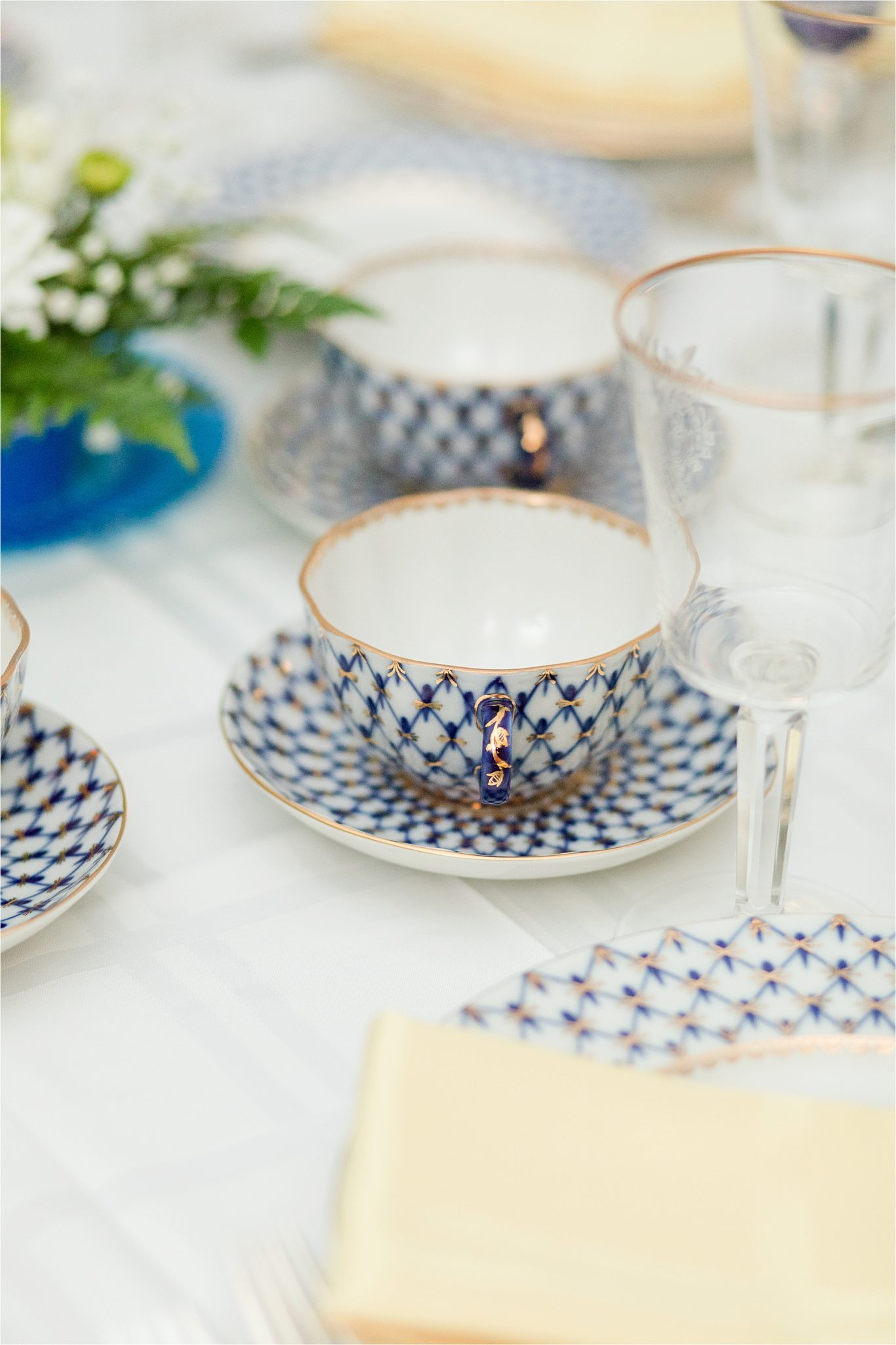 wedding china-formal place setting-navy blue china with rose gold detail-gold detail on rim-diamond patterned wedding china
