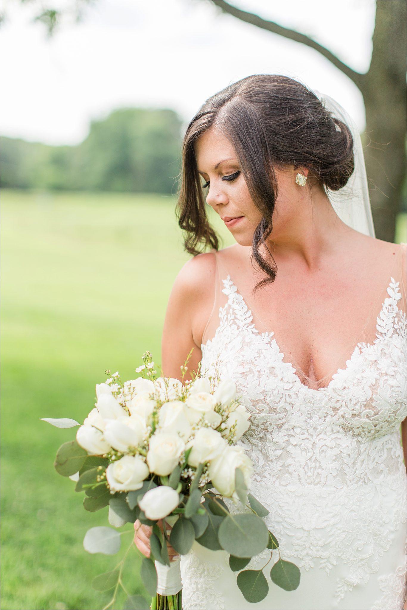 Hedge Farm Wedding, Alabama Wedding Photographer, Barn Wedding, Bride, Neutrals, Wedding florals