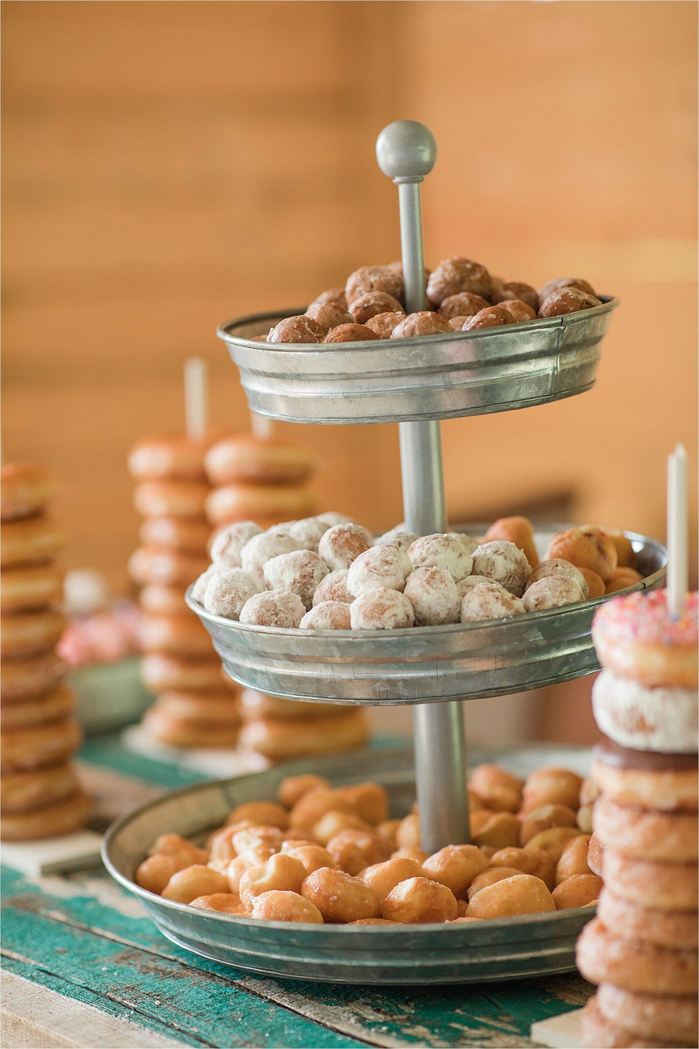 Hedge Farm Wedding, Alabama Wedding Photographer, Barn Wedding, Wedding details, Dessert table