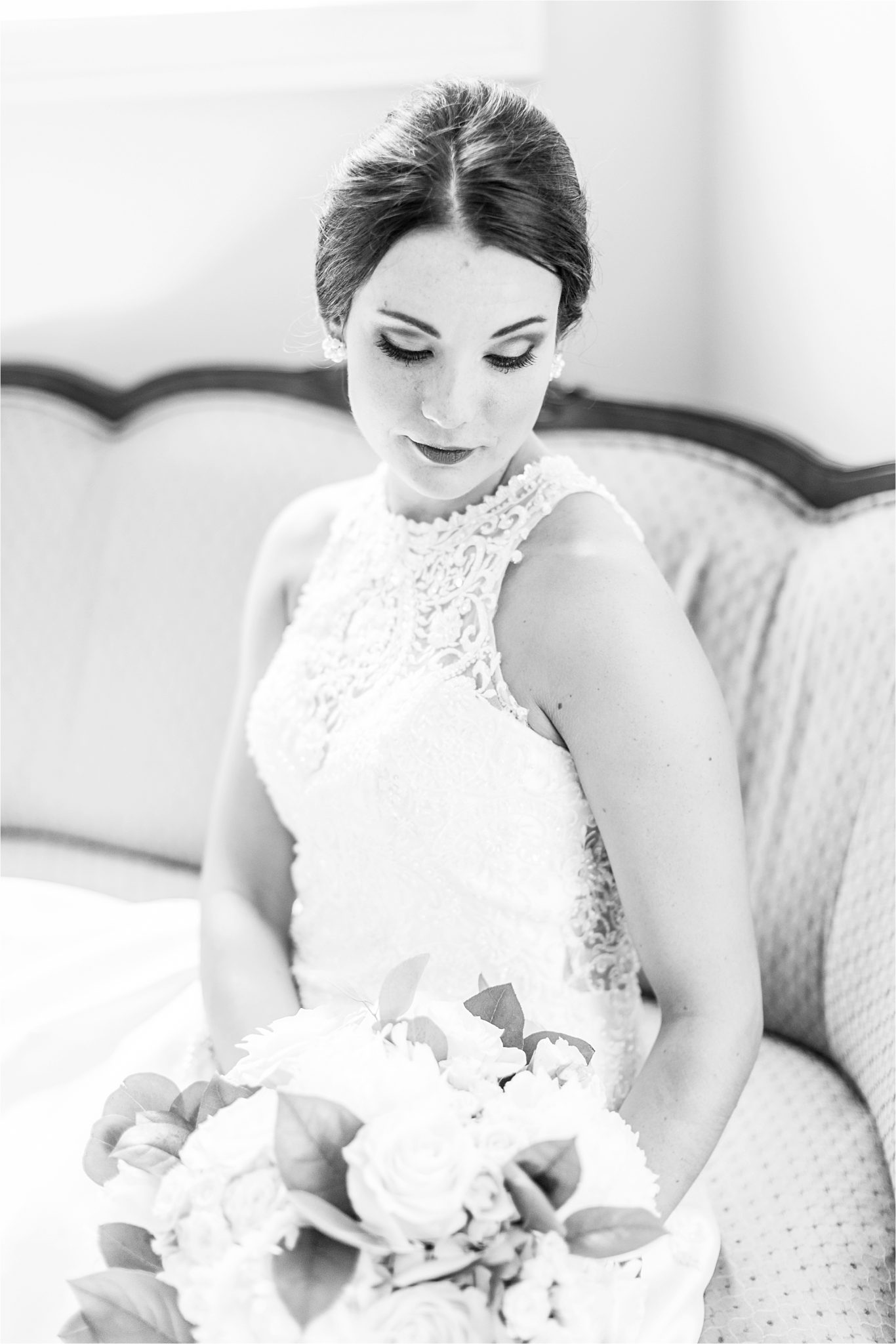 Sonnet House, Birmingham Alabama Wedding Photographer, Bridal portrait, Wedding bouquets