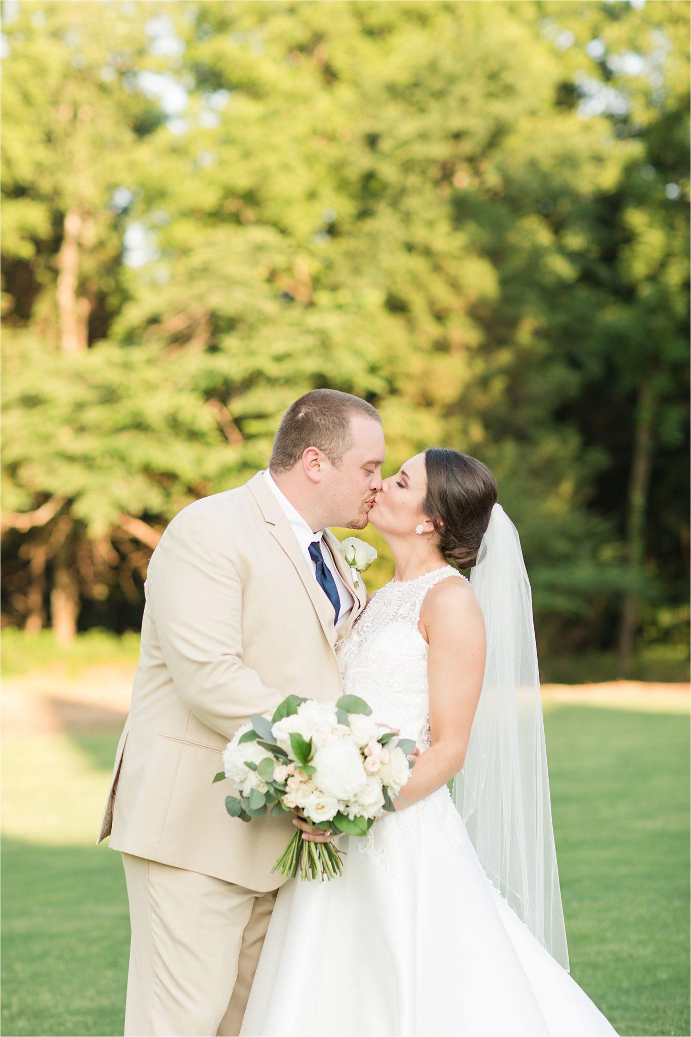 Sonnet House, Birmingham Alabama Wedding Photographer, Romantic wedding shoot