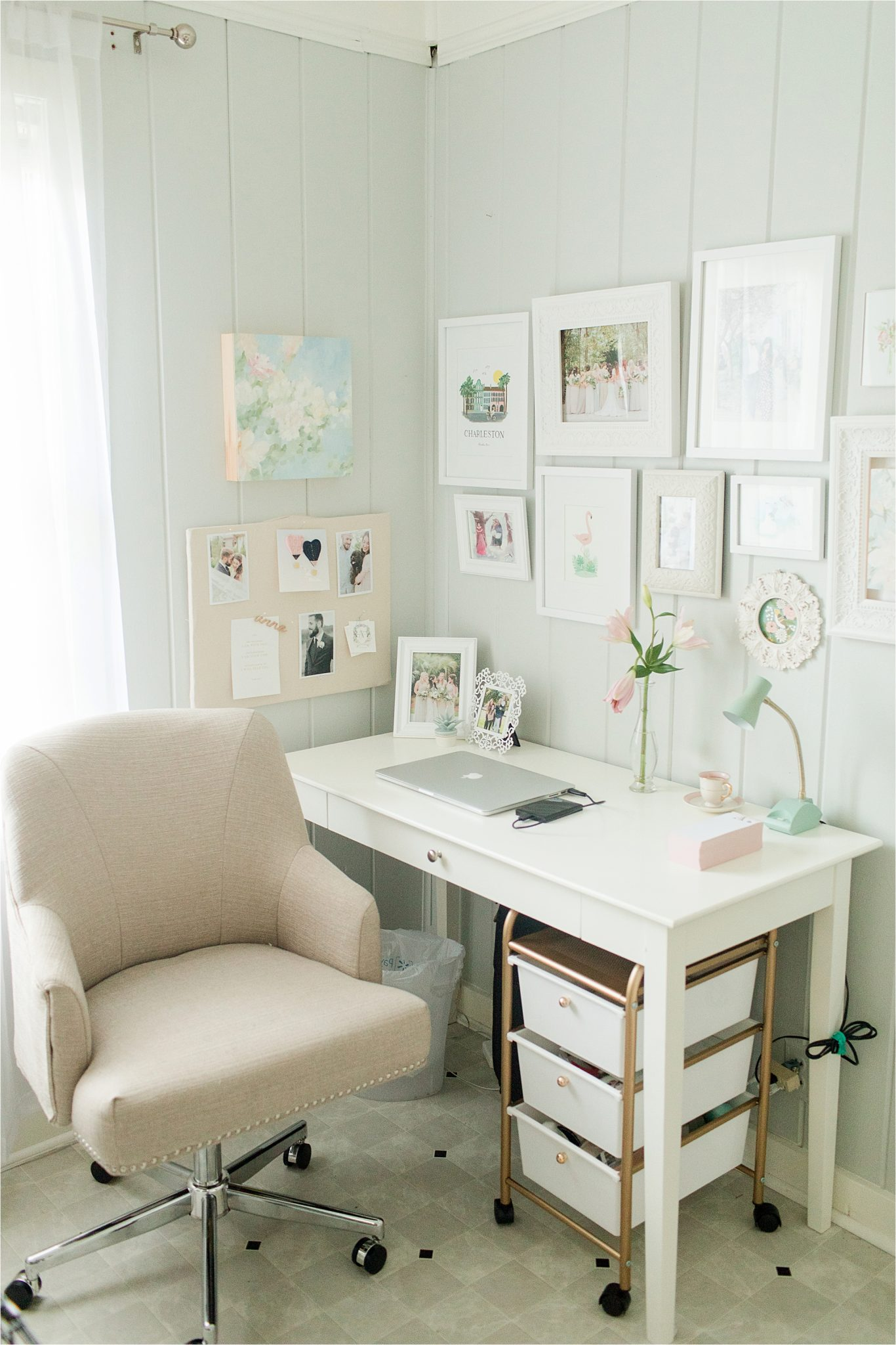 Cute and Classic office decor ideas , decorating ideas,