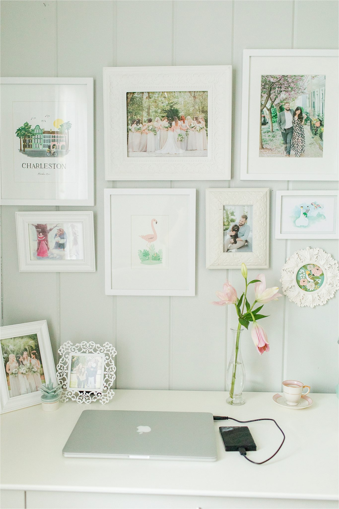 office and decor ideas, white picture frames, office desk