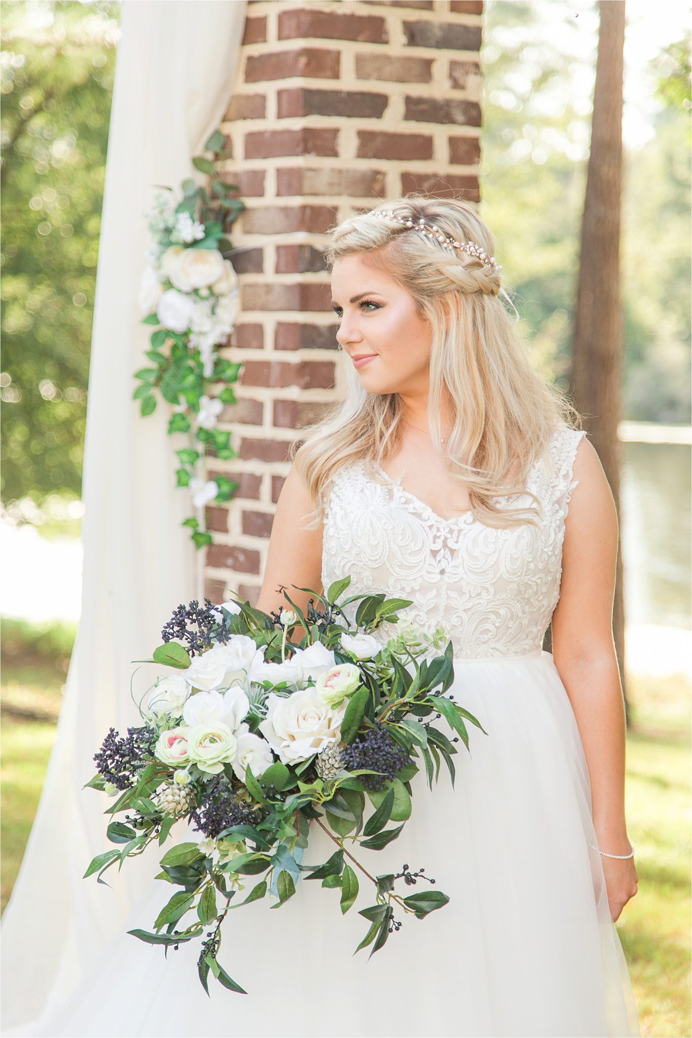 bridal-photos-portraits-pearl-hair-crown-navy-blue-flower-bouqet