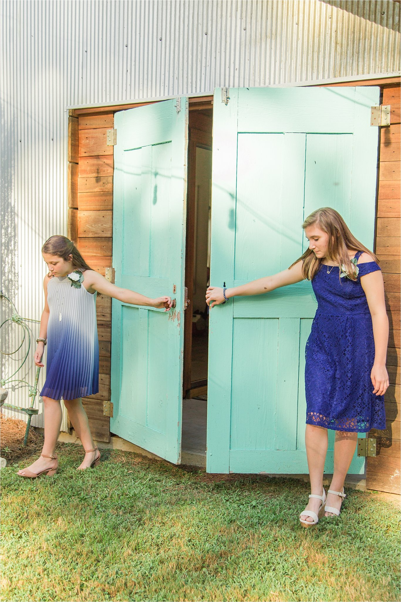 bridal-entrance-special-wedding-ceremony-blue-wedding-barn-doors