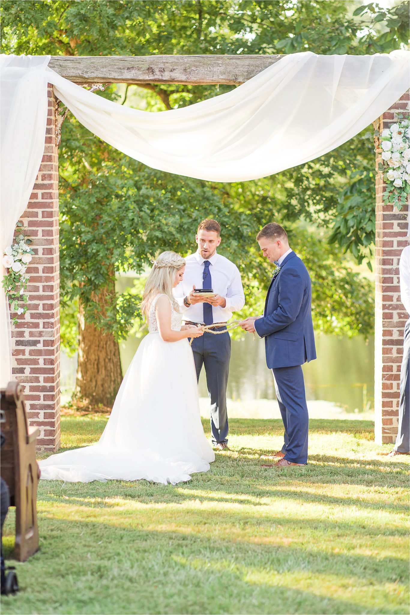 wedding-ceremony-alabama-wedding-photographer-blue-navy-vows-ceremonial-rope