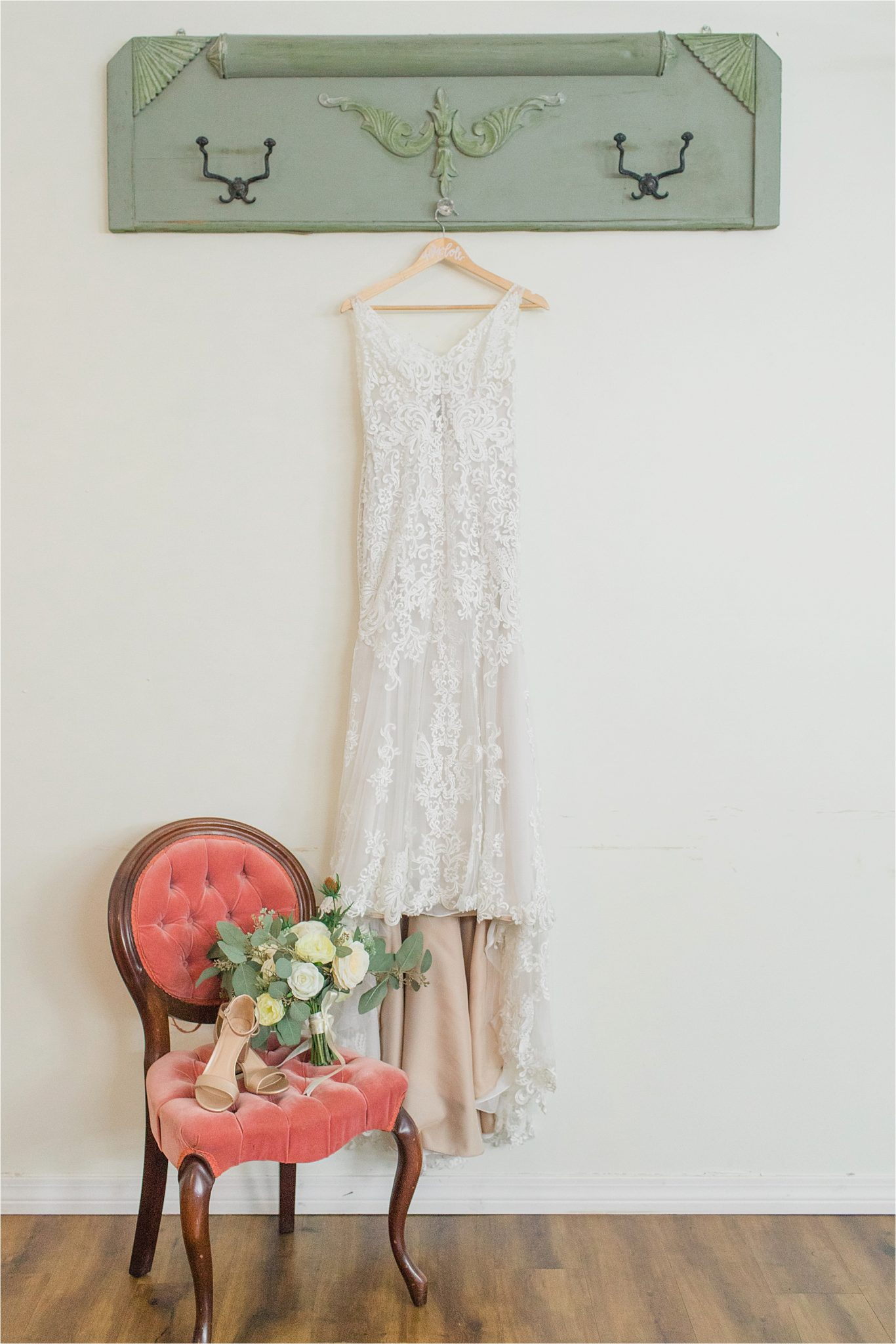 lace-bohemian-wedding-dress-antique-details-alabama-wedding-photographer