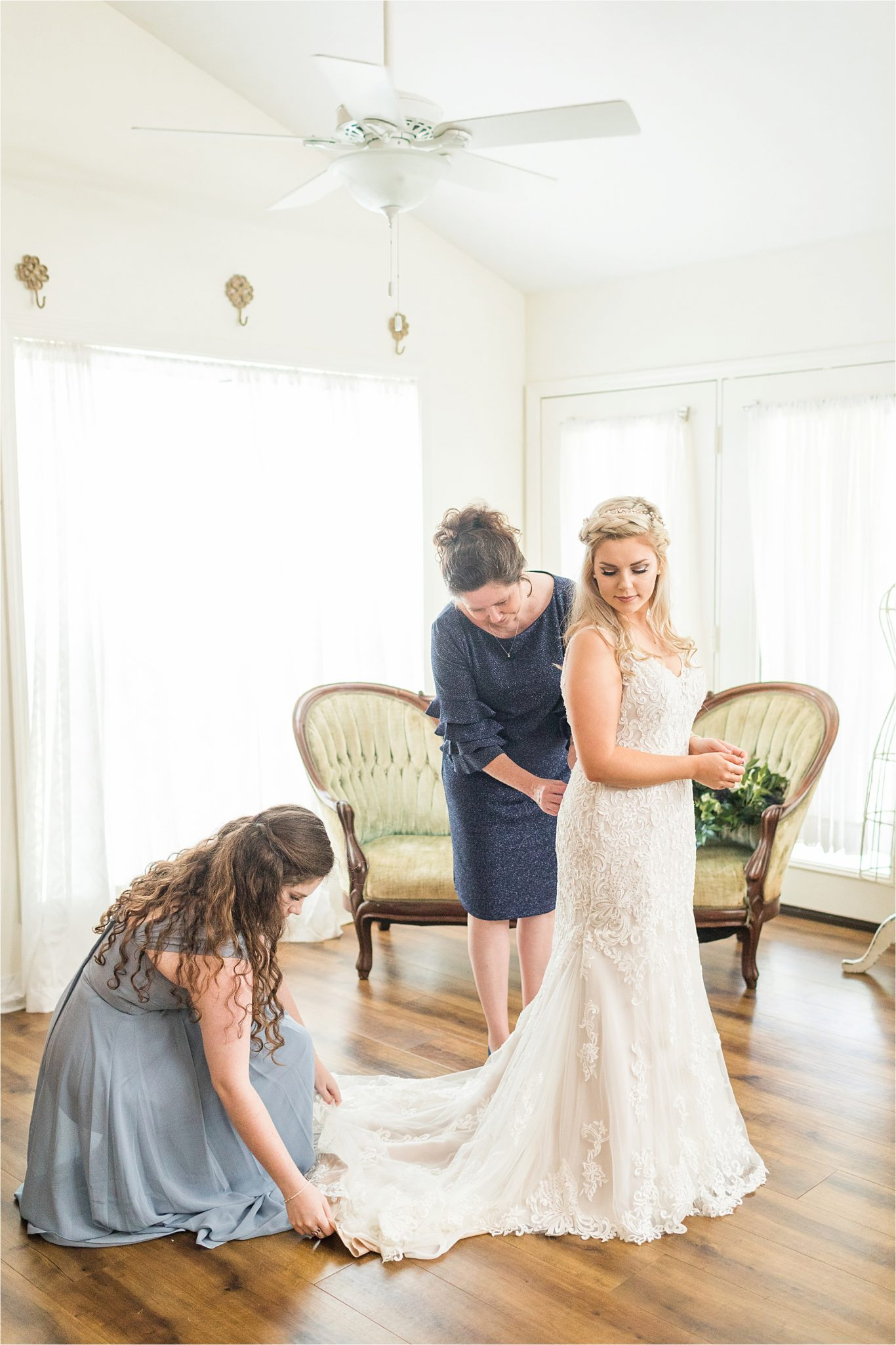 mother-daughter-maid of honor-sister-getting-ready-mother of the bride-precious-moments
