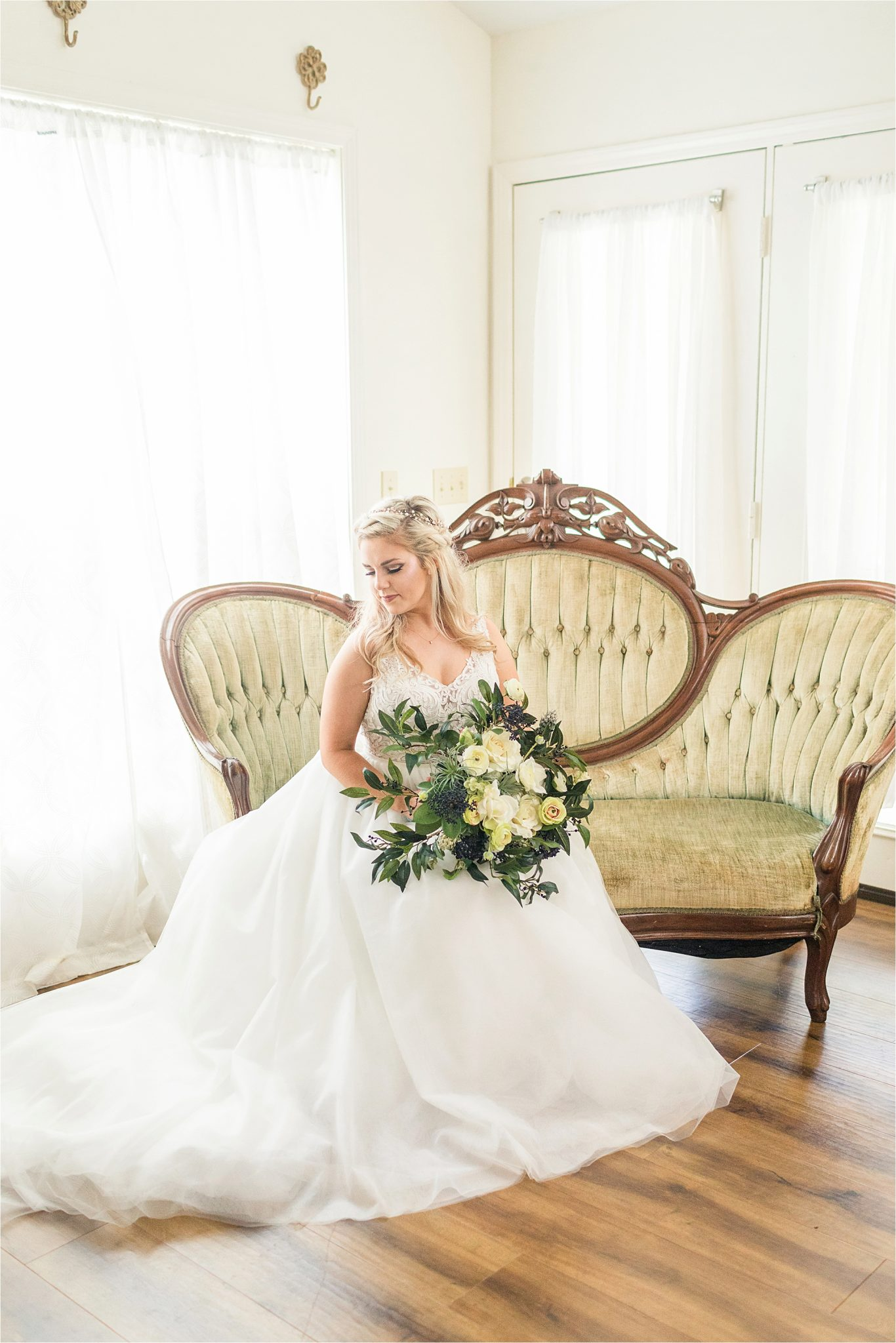 vintage-bridal-portraits-photos-bride-yellow-ivory-white-bouquet