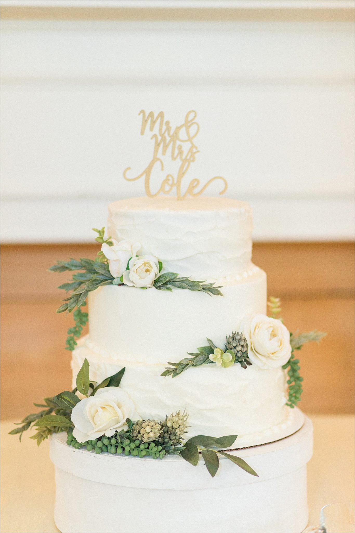 3-three-tear-iced-weding-cake-texture-white-ivory-roses-mr & mrs-cake-topper
