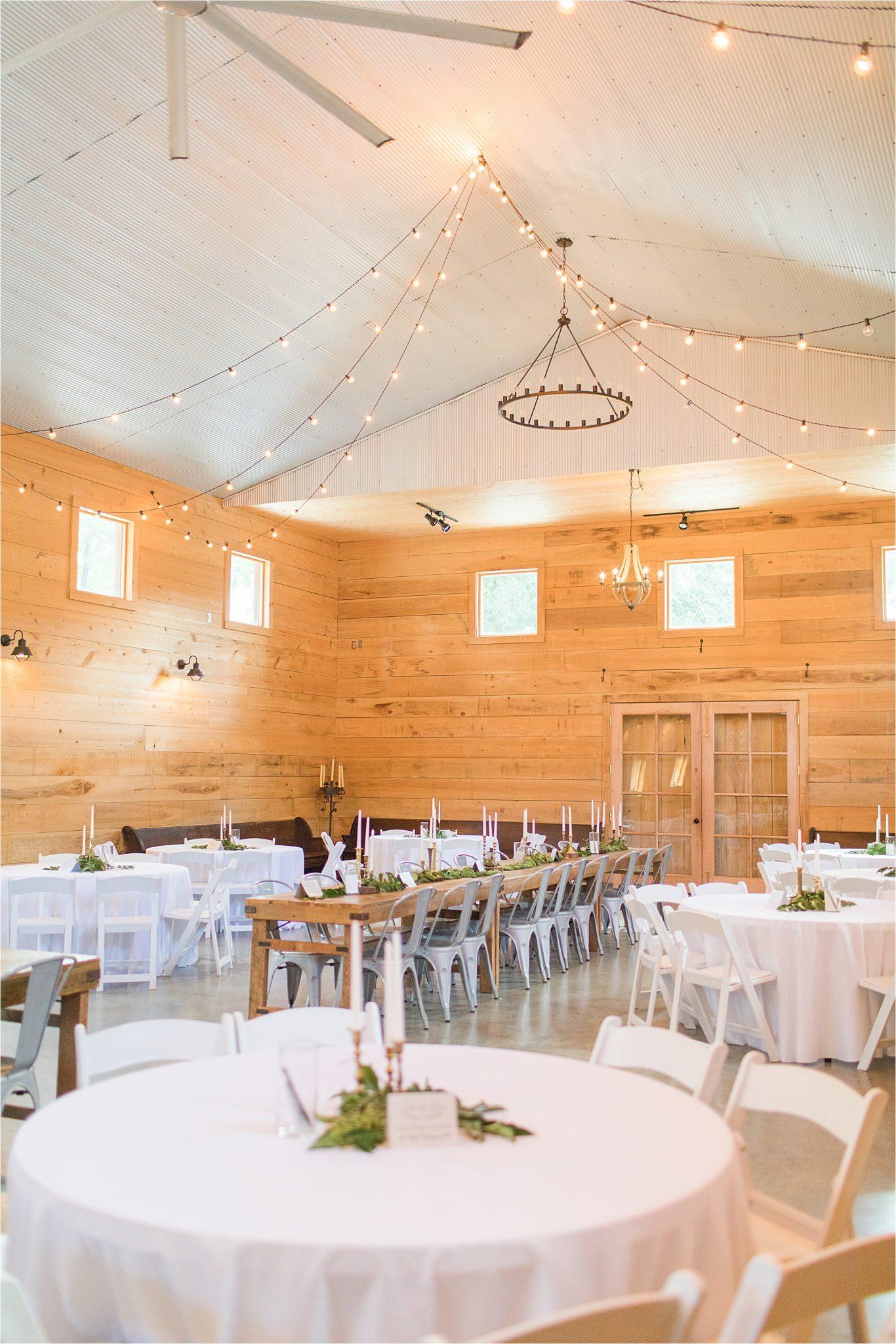 wedding-reception-alabama-venue-barn-hanging-lights-tables